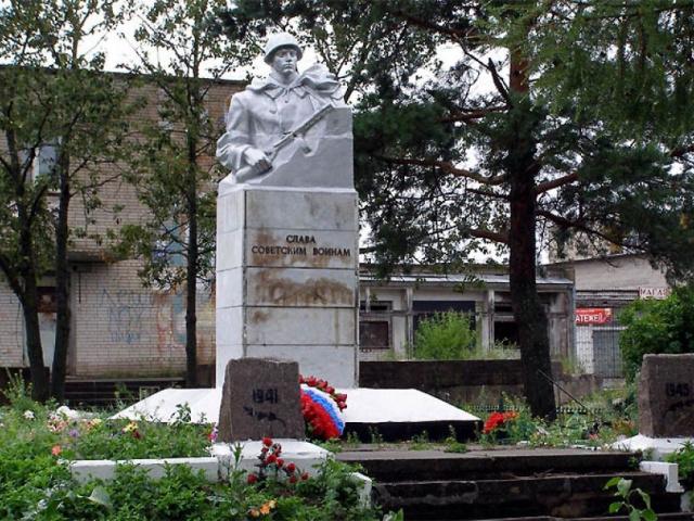Центральный памятник - Братская могила